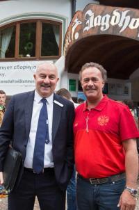 Armin Pfurtscheller und der Trainer der der Russischen Nationalmannschaft, Stanislaw Tschertschessow; Bildquelle copyright TVB Stubai Tirol
