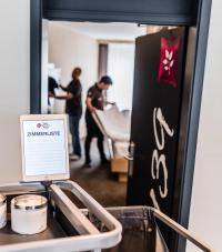 iPads für alle Mitarbeiter im Housekeeping. Das Best Western Plus Parkhotel Velbert setzt auf Digitalisierung. / Bildquelle: Best Western Hotels Central Europe