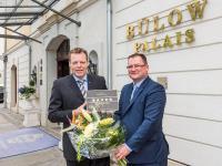 Hoteldirektor des Bülow Palais Ralf J. Kutzner (li.) und Axel Klein, Hauptgeschäftsführer des DEHOGA Sachsen / Bildquelle: THIEL PR