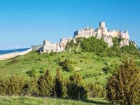 Die Zipser Burg im Nordosten der Slowakei / Bildquelle: visitbratislava.com und slovakia.travel