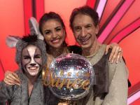 Ingolf Lück mit seiner Tanzpartnerin Ekatarina Leonova (Mitte) im Finale von 'Let's Dance 2018'; Fotograf: Jörg Vorländer