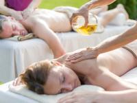 RoLigio®-Massage mit bliblischen Heilölen. Bildquelle: Romantischer Winkel