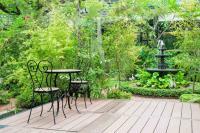 Für den Plausch zu Zweit: Einfache, aber gemütliche Metallstühle für den Outdoor-Bereich
