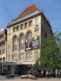 Im Seidenhaus Koopmann am Kopf der Sögestraße befinden sich die neuen Design ÜberFluss Apartments / Beide Bilder: ÜberFluss Apartments