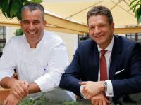 Gerd Kastenmeier und Marten Schwass v.l. / Bildquelle: Kempinski Hotels