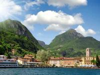 Bild: Die Stadt Riva del Garda am Gardasee