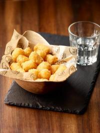 Die Neuheit McCain Potato Pops tritt an, dem Bestseller Pommes den Rang abzulaufen / Bildquelle: McCain GmbH