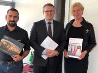 Vertragsunterzeichnung, v.l.n.r.: Tomislav Rubic, CFO DORMERO, Notar Dr. Alexander Schmidt, Karen Löhnert, sleeperoo GmbH.