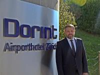 Björn Achstaller ist seit August 2018 neuer Direktor des Dorint Airport-Hotel Zürich. / Bildquelle: Dorint Hotels & Resorts