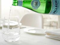 Mineralwasser Service am Gastro-Tisch