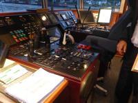 Technik: Wer möchte, wird gern auf die Brücke des Schiffes eingeladen