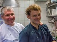 René Dittrich mit bestem Azubi-Koch Robert Biele / Bildquelle: Restaurant Alt Wyk