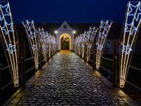 Schloss Glücksburg erstrahlt im Weihnachtsglanz und das Schloss-Restaurant Christian IX lockt mit Julefrokost und mehr / Bildquelle: Markt Macher