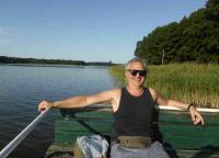 Völlig entspannter Urlauber am Rahmer See in Brandenburg