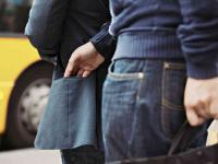 Bei reinem Taschendiebstahl ohne Gewaltanwendung haftet die Hausratversicherung auch mit Außenversicherung nicht