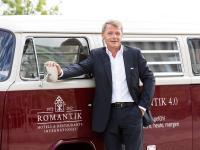 Zeitgemäße Wege, die richtigen Mitarbeiter zu finden: Thomas Edelkamp präsentiert das Romantik-Karriereportal / Bildquelle:  Romantik Hotels & Restaurants AG