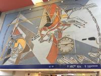 Schöner Empfang: Helios mit  Sonnenwagen in der Halle des Hauptbahnhofes Heidelberg von JoKarl Huber als Sgraffito (Stucktechnik)