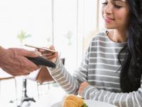 Kontaktlos bezahlen, hier mit NFC-Nahfeldtechnik