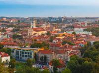 Luftaufnahme der Altstadt von Vilnius (Litauen, Baltikum) vom Burg Hügel aus