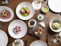 Abendmenü Vorspeisen im Restaurant POTS / Bildquelle: (c) The Ritz-Carlton, Berlin / Foto: Jule Frommelt