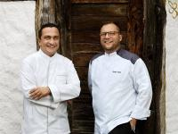 Seit über 10 Jahren  Freunde und Kollegen: Die Traube Tonbach Küchenchefs Torsten Michel (Schwarzwaldstube) und Florian Stolte (r.) (Köhlerstube)