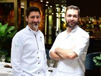 Paul Ivic (links) und Christian Schagerl / Bildquelle: TIAN Restaurant München