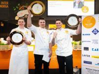 Gewinner Next Chef Award. In der Mitte Kevin Gedeke; Bildquelle Hamburg Messe, Ulrich Perrey