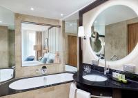 Bathroom mit neuer Spiegelbeleuchtung