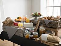Die verschiedenen Farben und Formate der neuen LinStyle® Produkte für den Tisch lassen sich beliebig und für jeden Anlass passend kombinieren / Bildquelle: Alle Bilder  Tork®