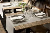 Mit modernen Farben und hochwertiger Verarbeitung schaffen die vielfältig einsetzbaren Produkte ein edles Ambiente auf jedem Tisch