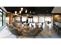 Lobby mit Bar im Best Western Loftstyle Hotel Stuttgart-Zuffenhausen / Bildquelle: Loftstyle Hotels