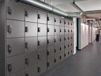 Die Spinde in der Mitarbeitergarderobe des Estrel Berlin sind mit elektronischen Spindschlössern XS4 Locker von SALTO gesichert.