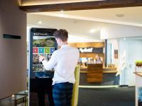 Digitale Gästemappe mit allen Informationen rund um den Aufenthalt auf dem Touchscreen-Kiosk von Gastfreund / Bildquelle: © Gastfreund GmbH