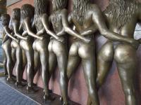 Wer die schönen Popos der ?Crazy Girls? vor dem Riviera Hotel in Las Vegas berührt, soll eine Glücks-Strähne bekommen!