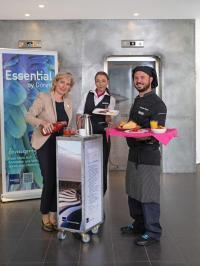 Hoteldirektorin Dagmar Lennartz mit ihren Mitarbeitern Corina Steinweger (Mitte) und Küchenchef Fabrizio Mazza
