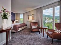 Die komplett renovierten Komfort Zimmer bieten einen traumhaften Ausblick auf Baden-Baden und den Kurpark. / Bildquelle: Alle Bilder Dorint Hotels & Resorts