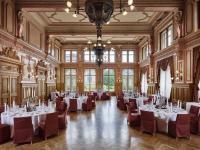 Im reizenden Malersaal im Stil der Belle Époque.