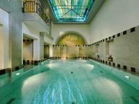 Eine erholsame Idylle: Der einzigartige Pool im Royal Spa.