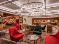 Der neu gestaltete Lobbybereich: ein Treffpunkt, an dem die Welt zusammenkommt / Bildquelle: © Kilian Blees
