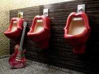 Auch die öffentlichen Toiletten vom 25hours Hotel The Goldman brauchen Hotel Know-How :-) / Bildquelle: Stephan Lemke