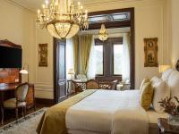 Das Moselblick-Studio begeistert mit seiner Aussicht auf die romantische Flusslandschaft. Die Zimmer und Suiten sind liebevoll mit antiken Möbeln und Kronleuchtern ausgestattet und bieten luxuriösen Wohnkomfort.