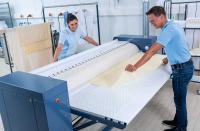 Auch die neuen Mangeln verfügen über einen Wäscheabnahmetisch, der in Anlehnung an die patentierte Schontrommel der Miele-Waschmaschinen und -Trockner gestaltet wurde. Jetzt wird für diesen Tisch eine optionale Verlängerung auf 78 Zentimeter angeboten.
