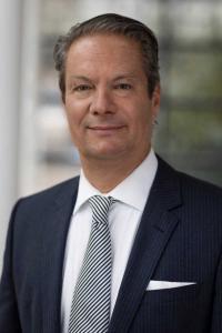 Thomas Brückner, Geschäftsführender Direktor des Estrel Berlin, engagiert sich dafür, den CO2-Fußabdruck von Deutschlands größtem Hotel zu reduzieren. / Bildquelle: Andreas Friese / Estrel