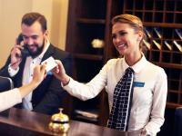 Die Rezeption ist der Dreh- und Angelpunkt im Hotelgeschäft