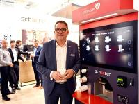 Hansjürg Marti, Geschäftsführer Schaerer Deutschland GmbH, vor der Schaerer Premium Coffee Corner / Copyright: Schaerer