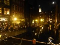 Gastronomie an einer schönen, nächtlichen Gracht in Amsterdam; Bildquelle Hotelier.de