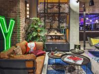 Fireplace in der Lobby / Bildquelle: Marriott International