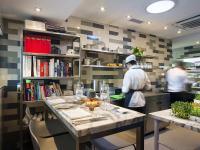 Küchentisch mit Chefs