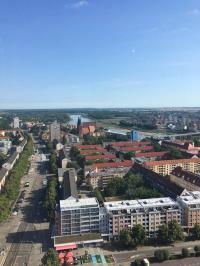 Auch in Frankfurt an der Oder in Brandenburg florieren die Immobilien-Geschäfte. Hier ein Blick über die Stadt aus dem Hochhauscafé vom Turm 24 (Juli 2019); Bildquelle Hotelier.de