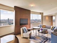 Family Suite Living Room Day / Bildquelle: Alle Bilder Millennium Hilton Bangkok
